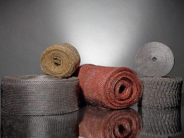 Trådstrik i forskellige materialer og udformninger
